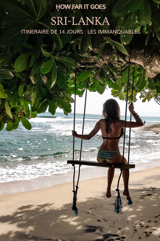 Femme se balançant devant la mer au Sri Lanka