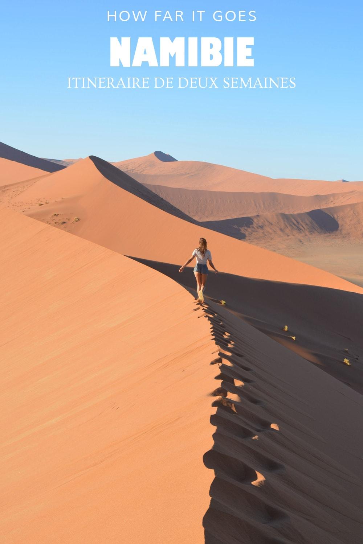 Femme marchant sur la dune de Sossusvlei