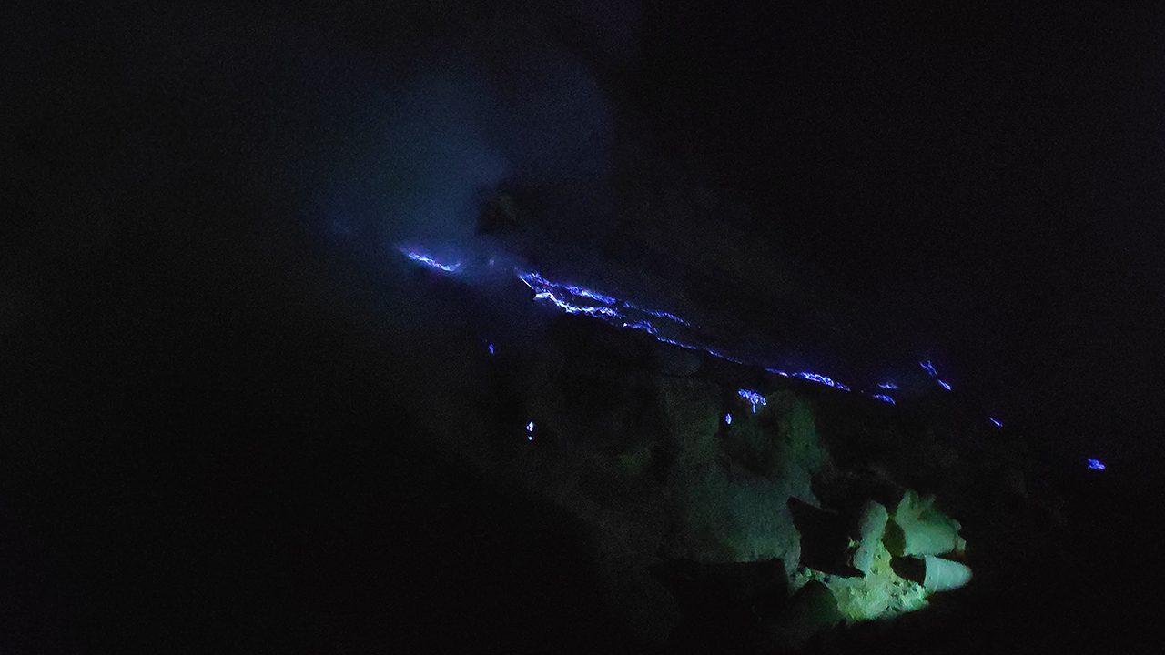 Coulée de lave bleue au Kawah Ijen